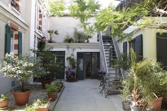 La Villa des Créateurs - Son écrin végétal déjà ressourçant dès que l'on pénètre dans la cour