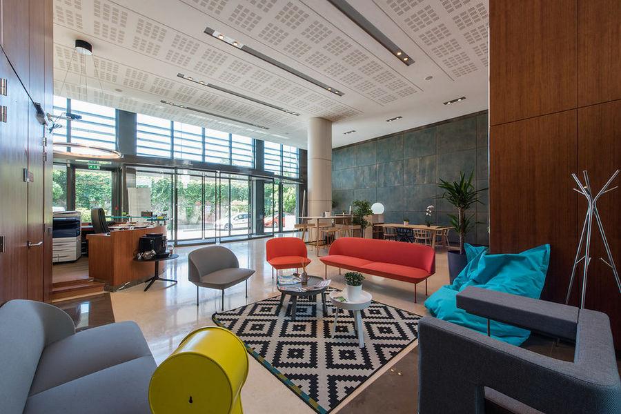 Work Inn by Weréso Lobby