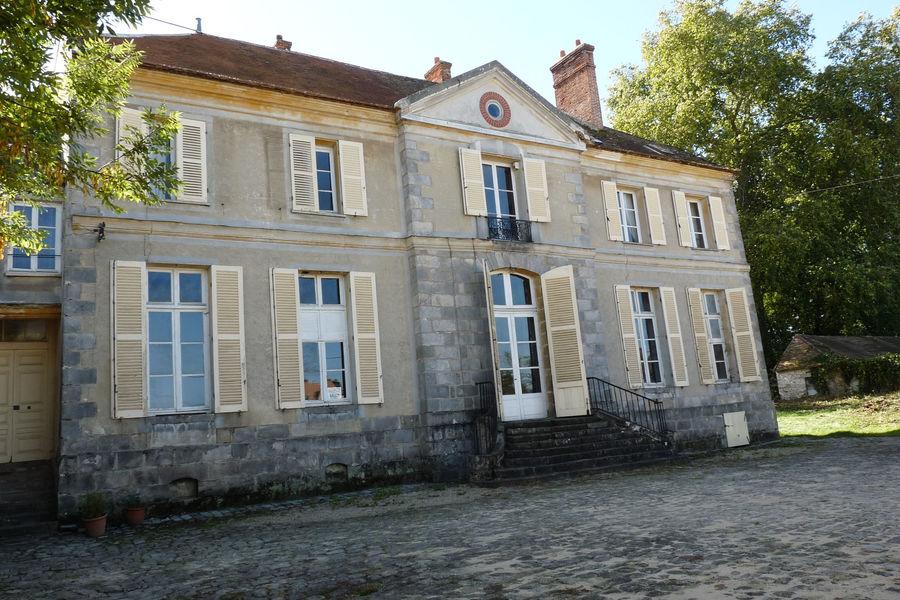 Le Bastion  Domaine des Tourelles côté cour d'honneur
