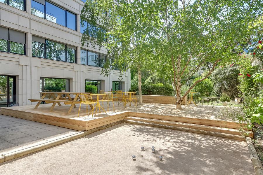 Nextdoor Neuilly 92 Terrasse Jardin arboré et terrain de pétanque