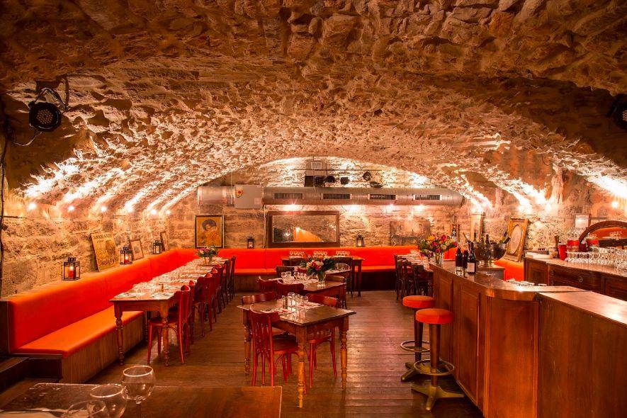 Bouchon Les Lyonnais Cave Voûtée en Pierre Apparentes