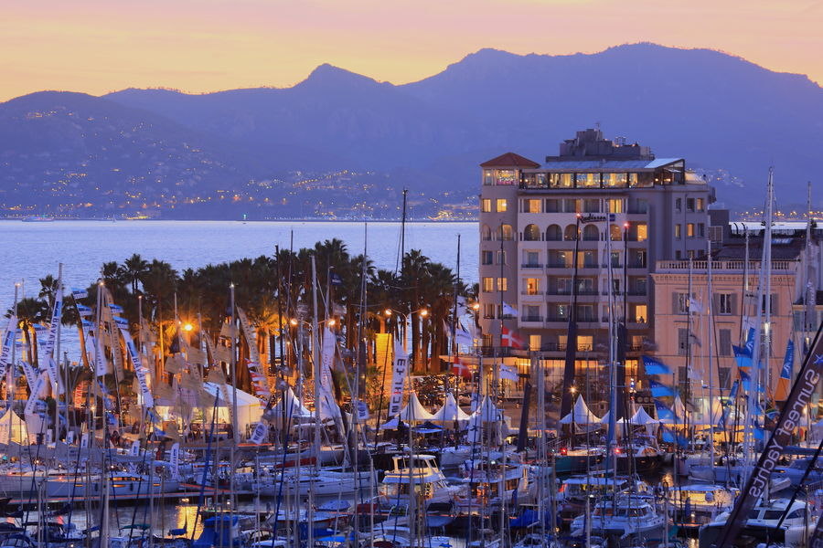 Radisson Blu 1835 Hôtel & Thalasso Cannes ***** Hotel façade