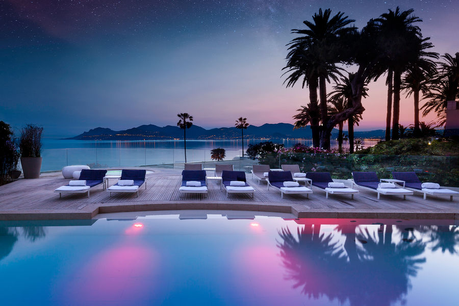 Radisson Blu 1835 Hôtel & Thalasso Cannes ***** Heated indoor & Outdoor swimming pool