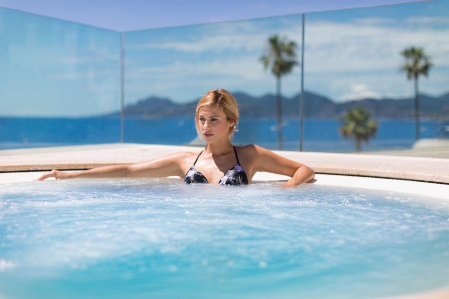 Radisson Blu 1835 Hôtel & Thalasso Cannes ***** Jacuzzi