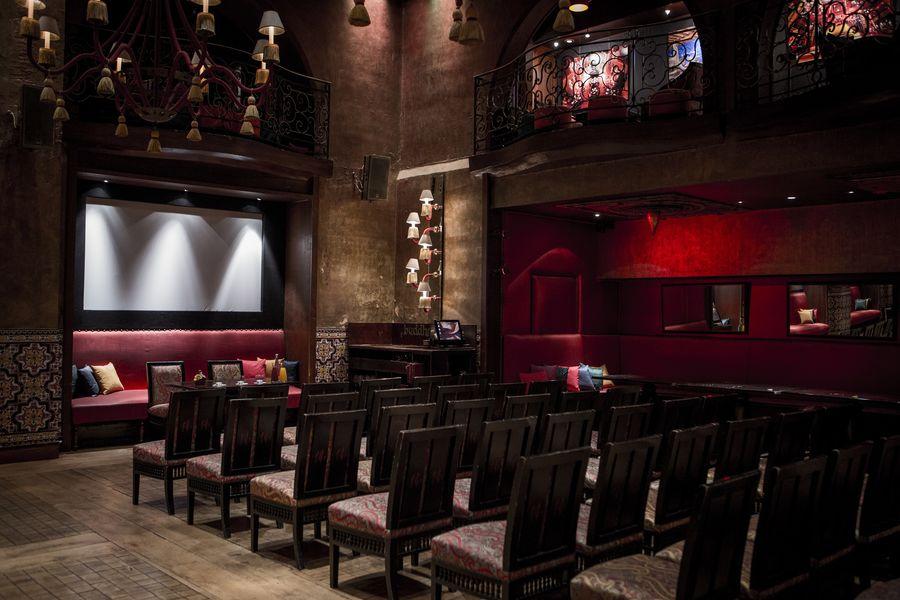 Buddha-Bar Paris Restaurant Salle dorée - Mise en place théatre