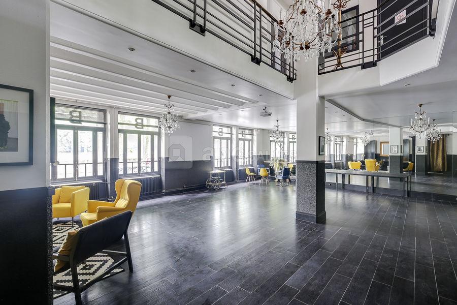 Studio 33 Pièce de plain pied (120 m²)