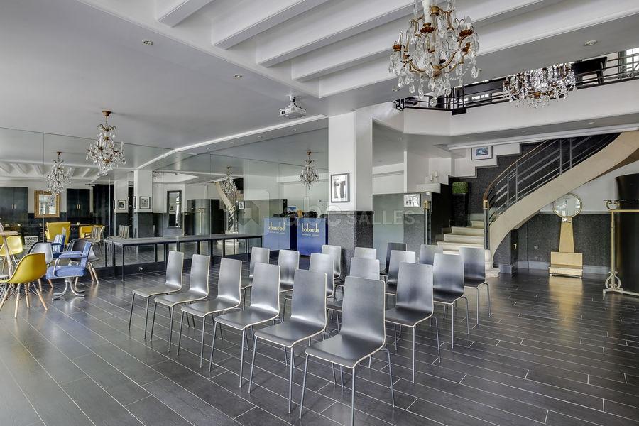 Studio 33 Salle configurée en plénière (80 chaises disponibles)