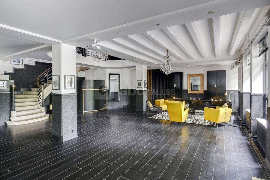 Studio 33 Pièce de plain pied (120 m²) avec accès à l'étage