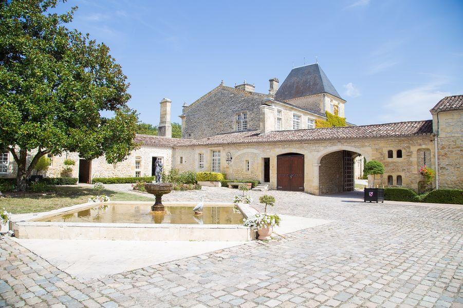 Château De La Ligne La cour extérieur du Château
