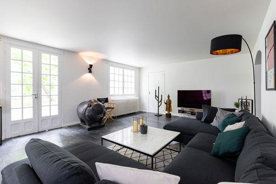Salon avec accès direct au jardin et second espace - Premier espace