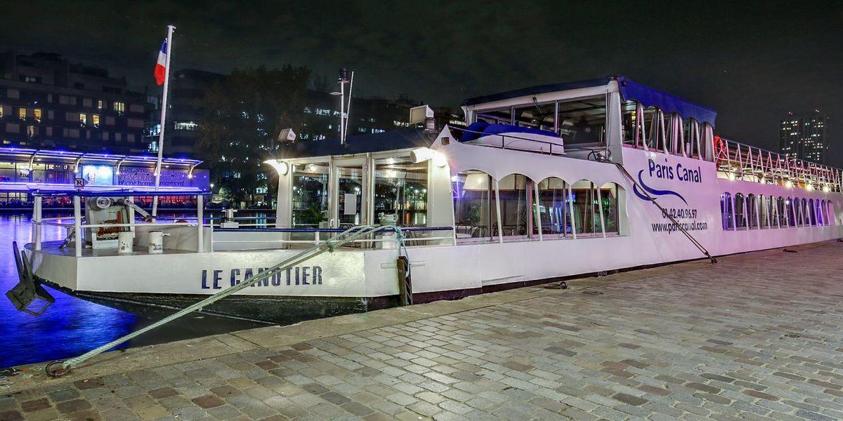 Le Canotier A quai
