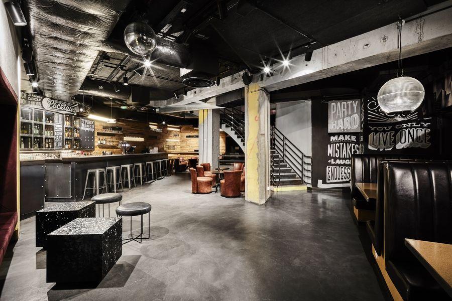 Generator Hostel Paris Club - Salle bar