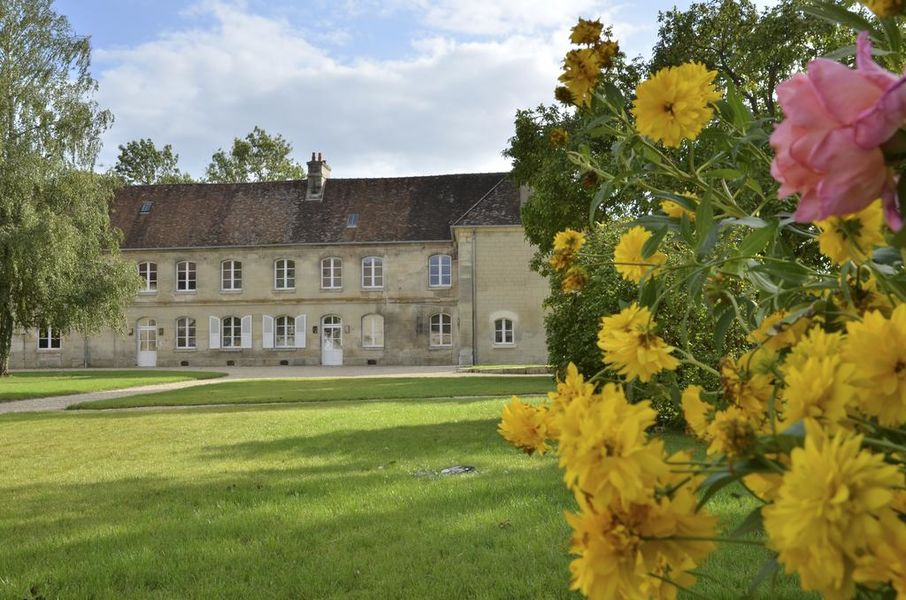 Le Clos Barisseuse Façade et jardin