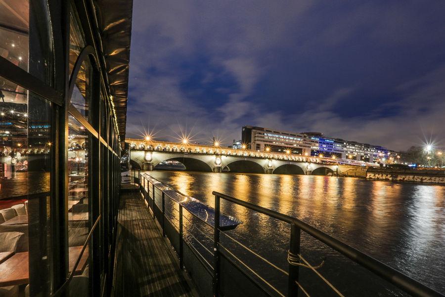 Le Kiosque Flottant coursive de nuit