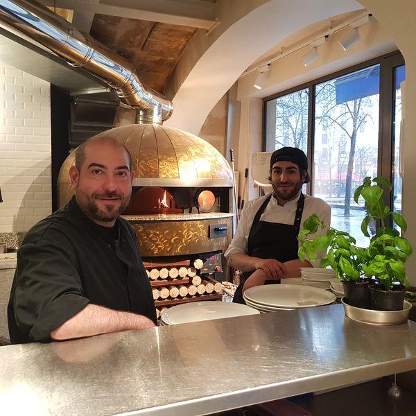 Pizza e Mozza  Les chefs et le four a bois