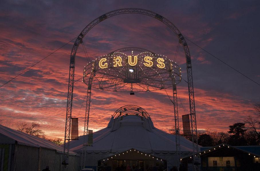 Cirque Alexis Gruss Extérieur
