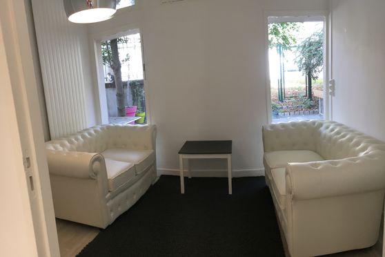 Espace RDC avec salon privé, micro salle de réunion, tisanerie et terrasse privative de 30m2