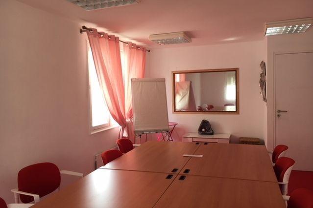 Salons 8ème sens Espace d'étude de 37m2 : salle de test et salle d'observation avec glace sans tain