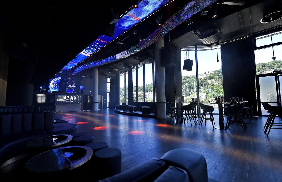 Azar Club un espace baigné de lumière naturelle