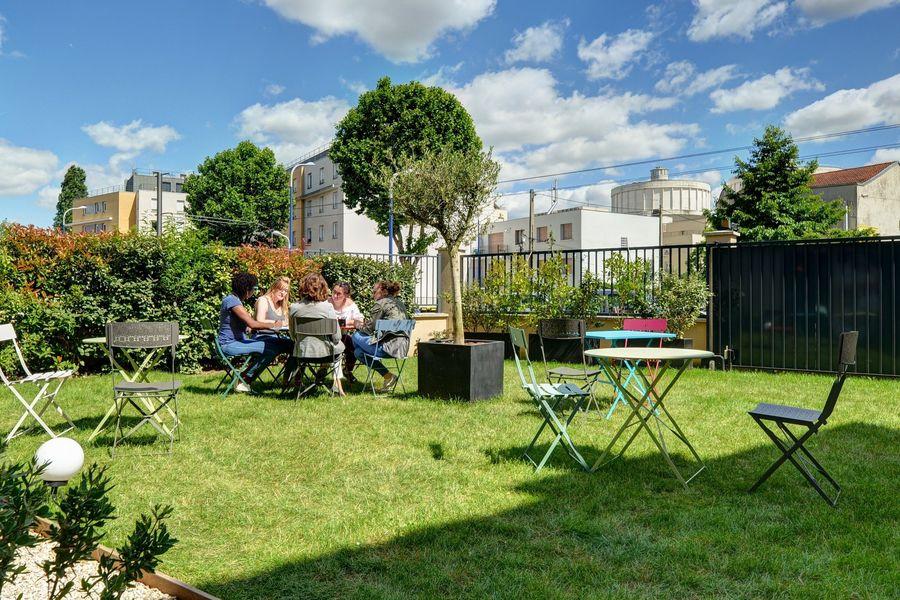 La Filature Travail en groupe dans le jardin