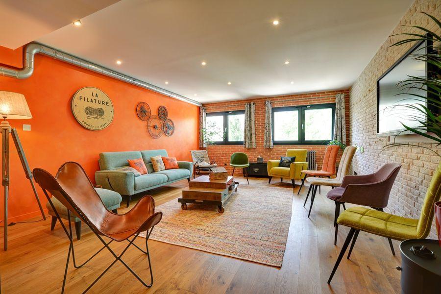 La Filature Le salon, notre espace de sous commission à la fois cosy et confortable.