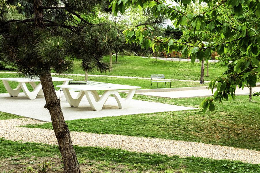 Novotel Clermont-Ferrand *** Ping Pong et prétanque dans notre jardin