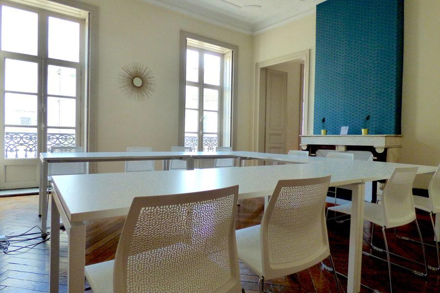 Le Paon Une salle de réunion équipée