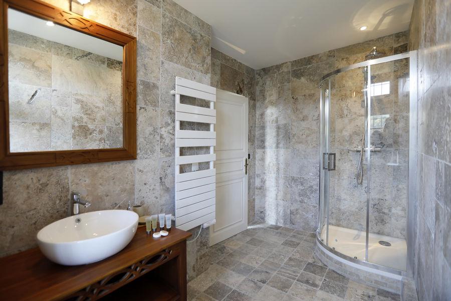 Domaine de la Chartrognière Salle de bain
