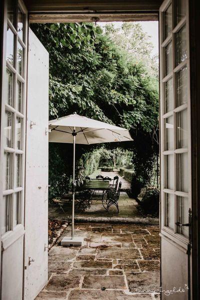 Domaine de la Chartrognière La tonnelle dans les jardins