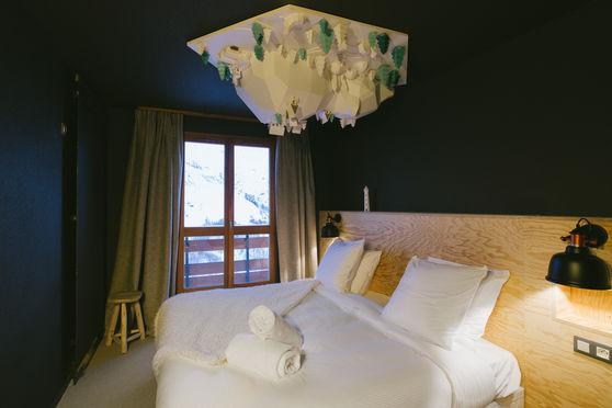 Chambre individuelle lit queen size avec vue montagne