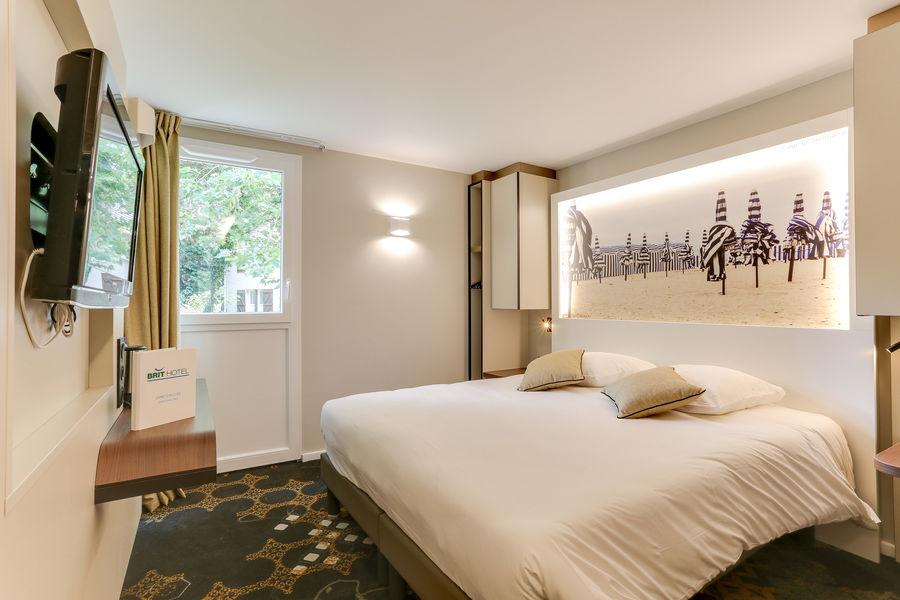 BRIT HOTEL Caen Nord Memorial *** Chambre grand lit