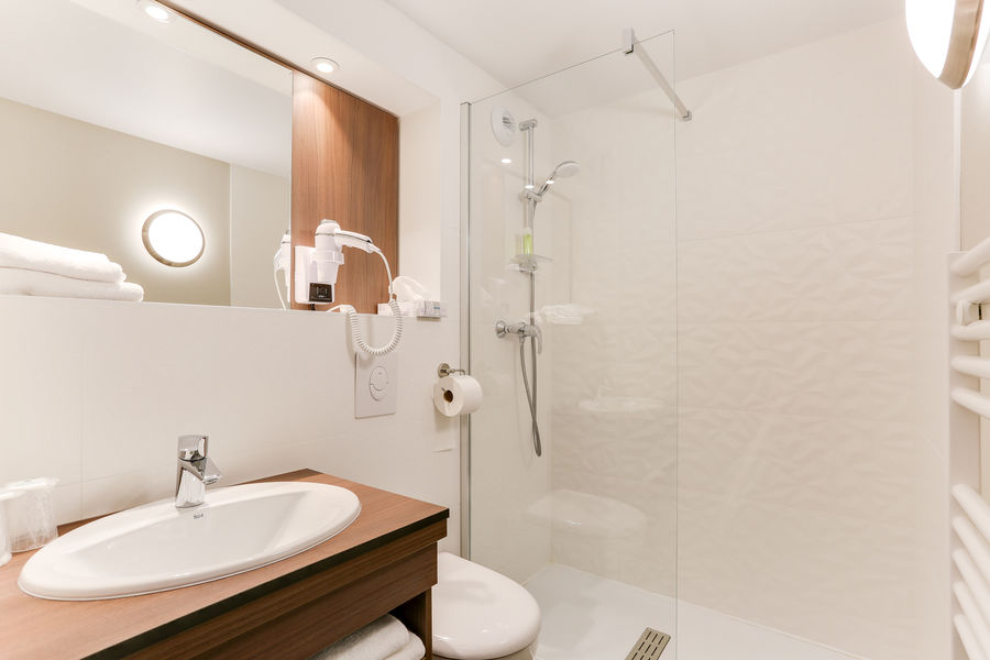 BRIT HOTEL Caen Nord Memorial *** Salle de bain