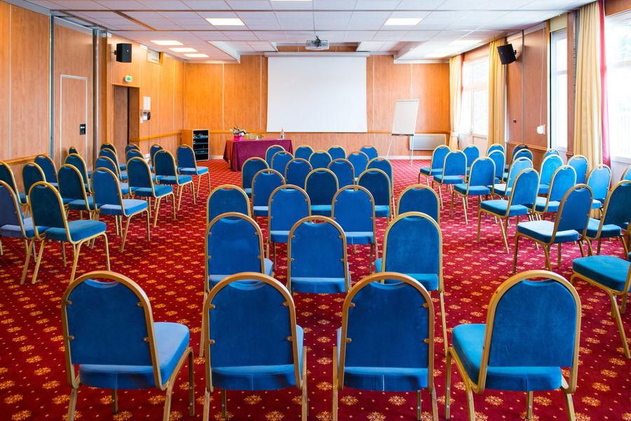 Brit Hotel Nantes Vigneux – L'Atlantel *** Salle de séminaire en théâtre