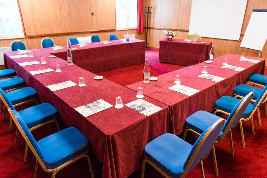 Brit Hotel Nantes Vigneux – L'Atlantel *** Salle de séminaire en U