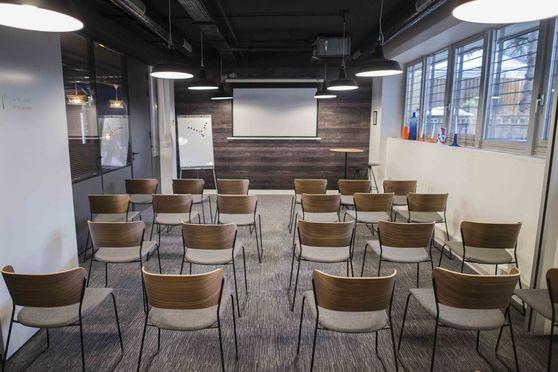 Board room en plénière (Max 40 personnes)