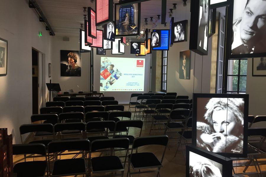 Studio Harcourt Conférence en espace d'exposition