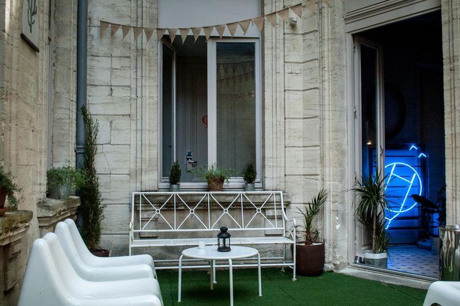 ho36 Avignon Provence Cour intérieure