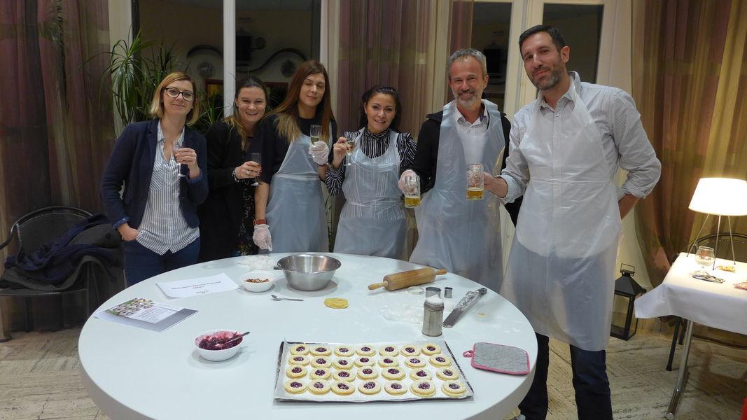 """Villa Mathis *** Activité """"Bredele"""" Petits gâteaux de Noël"""