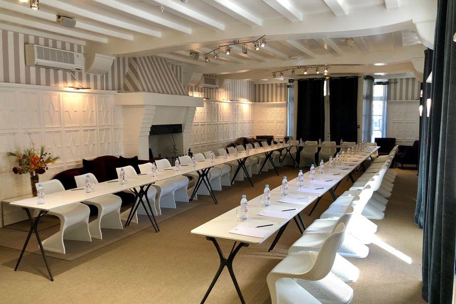 """Hôtel SPA Restaurant Les Pléiades Salle """"Galerie"""""""