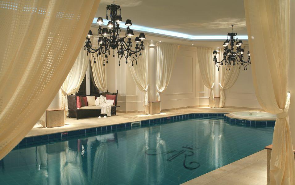 Tiara Château Hôtel Mont Royal Chantilly ***** Piscine intérieure chauffée et Jacuzzi