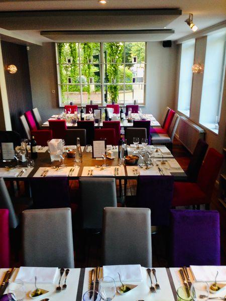 L'avenue Carnot  la salle principale du restaurant en mode repas de groupe