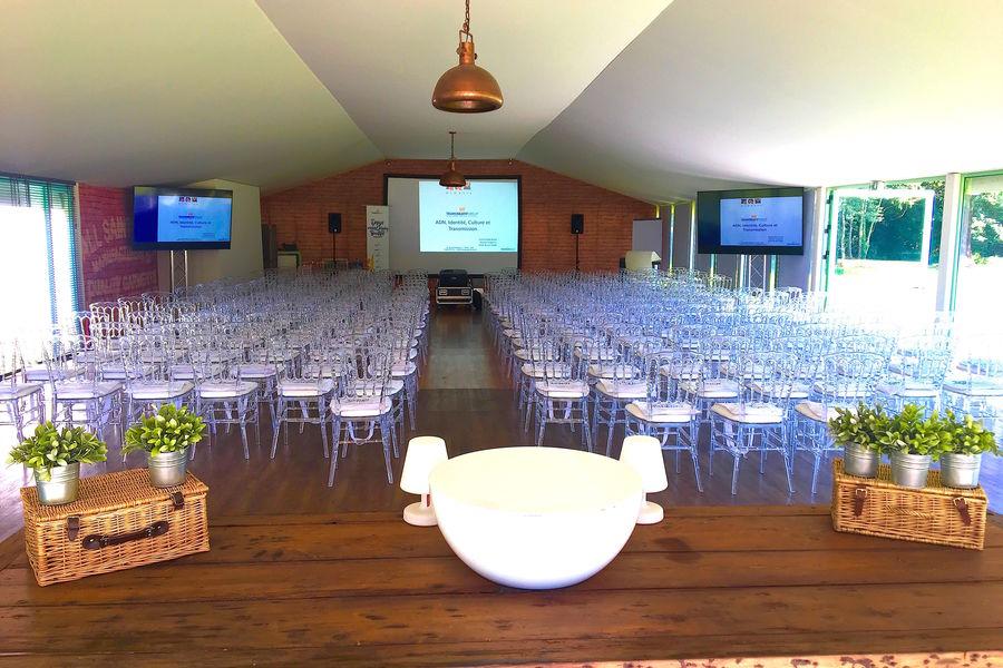 Château de Vaugrigneuse Conférence dans le Pavillon de l'étang