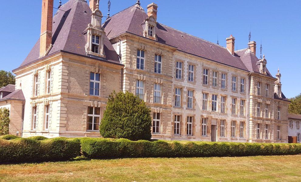 Château de Vitry-la-Ville Façade arrière du château