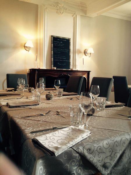 Domaine Dieu-Le-Fit Salle de restaurant version hiver au coin de la cheminée