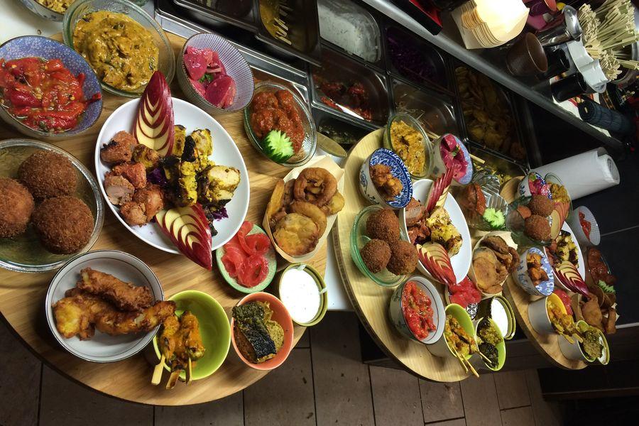 Mumbai Cafe le 'thali '(note fameux plateaux à paratger )