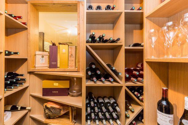 Restaurant Pleine Terre La cave à vins