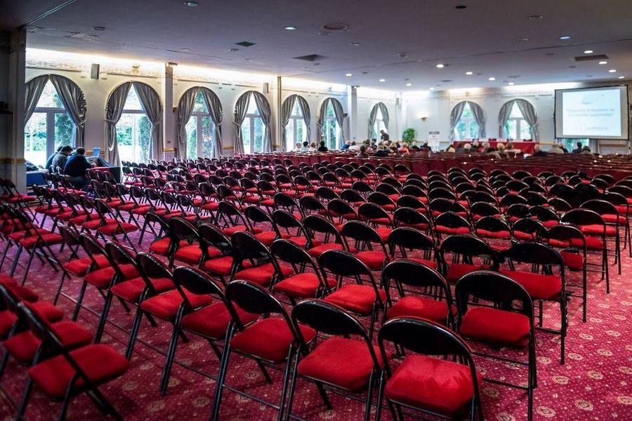 Chateau D'Apigne ***** Salle serre avec 300 chaises