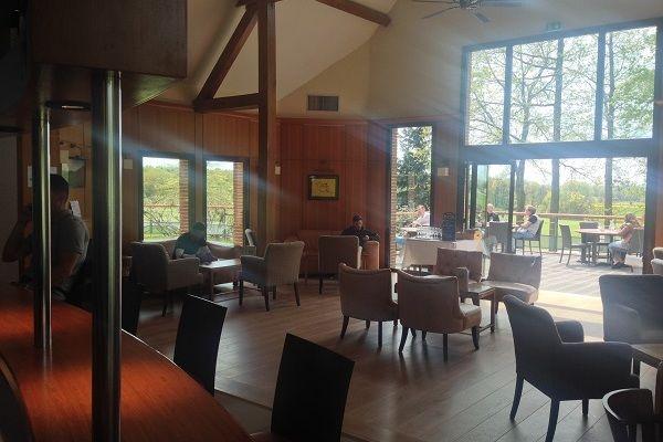 Golf de Marivaux Club hosue le matin, ensoleillée et calme