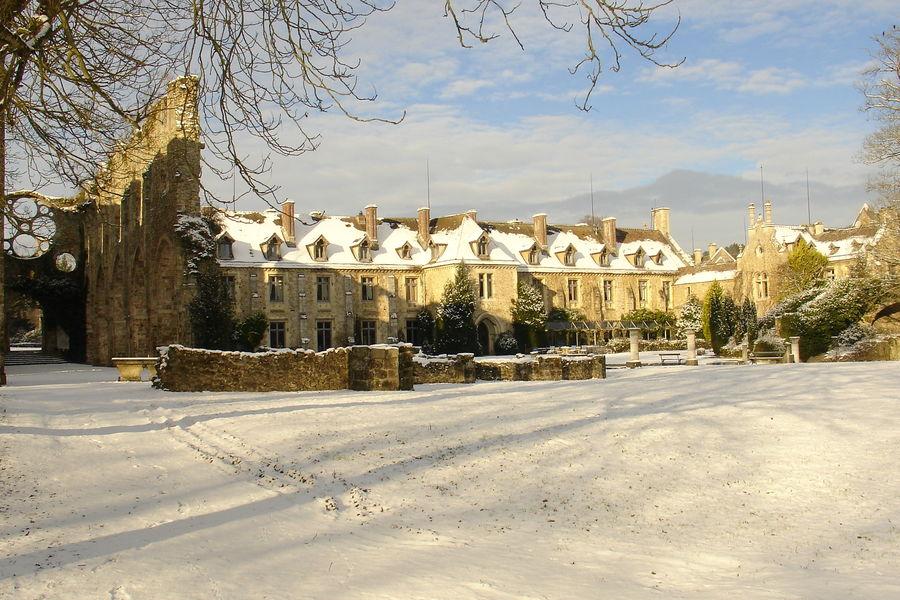 Domaine des Vaux de Cernay Abbaye côté cloître