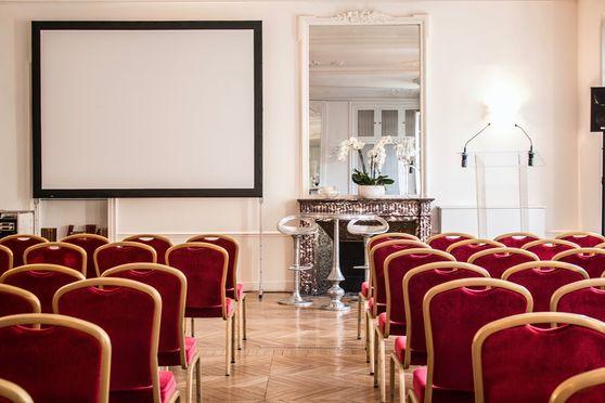 Salon Longchamps, conférence